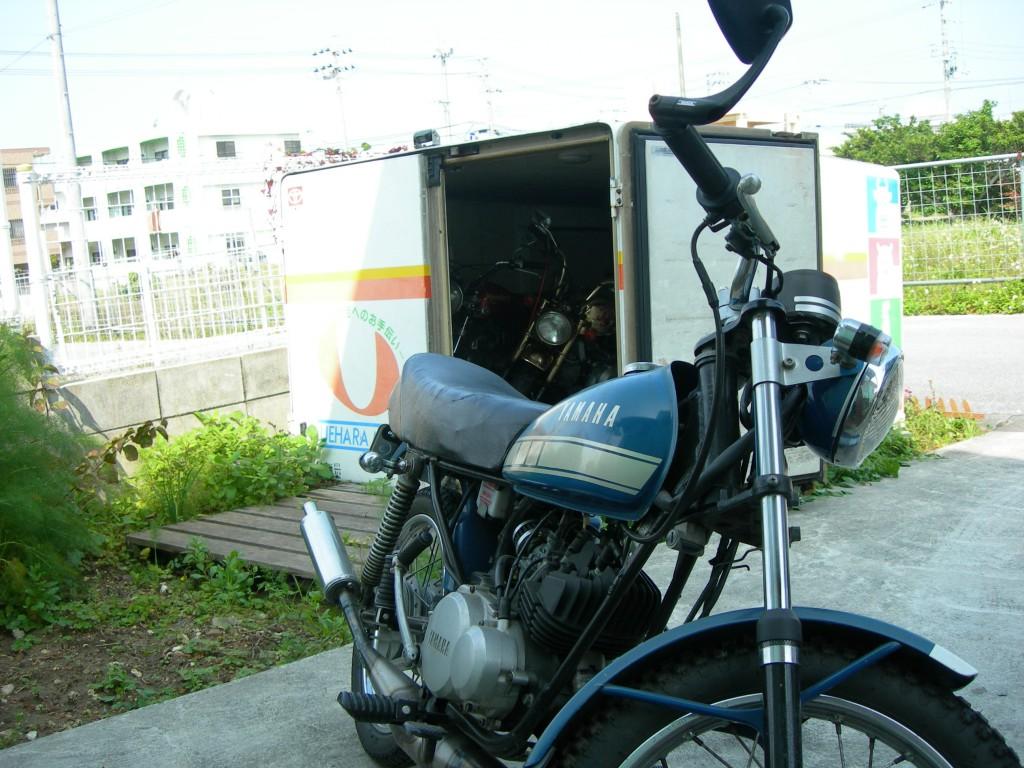 バイクとコンテナ