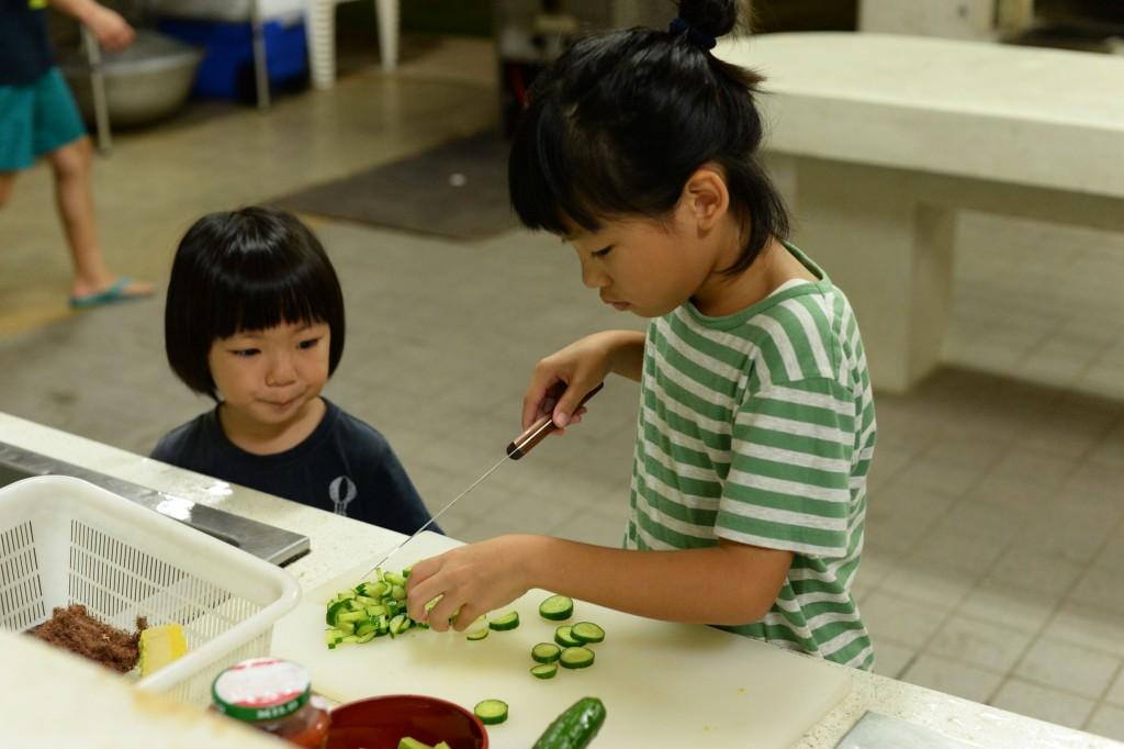子供達も料理のお手伝い、とっても良い経験になりますね。