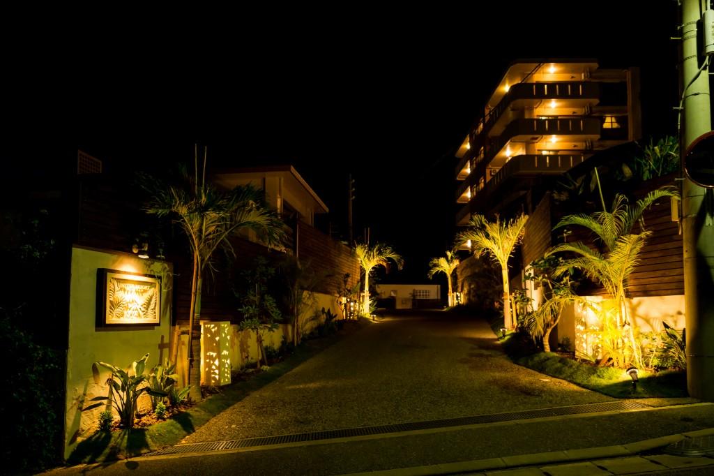 リゾート入口・夜